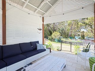 'Little Beach House' 4 James Crescent - Little Beach with air con, WiFi and boat