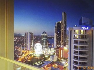 Q1 Resort, 3 Bedrooms, 2 baths, Ocean View, FREE Wifi, Secure parking. Area150sq, Surfers Paradise
