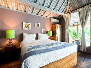 Villa We - Charming wooden 2 bdr villa in Oberoi!, Seminyak
