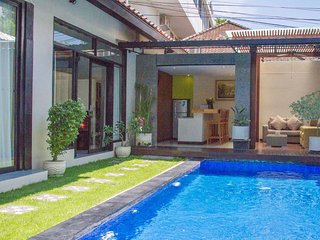Modern 2 BR villa Daria walking distance to beach, Kuta
