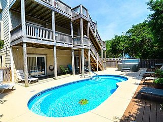 Atlantic Views- 8 Bedroom-Pool & Hot Tub, Kure Beach