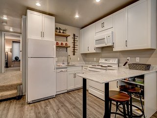 Renovated 2BD 2BA Ski Time Square Condo 3 minute walk to Slopes, Restaurants, Steamboat Springs