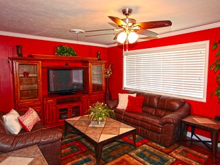 Feel like you have come home at this comfy home in the center of it all!, Murfreesboro
