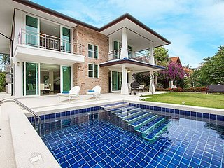 Siam Alexia Villa | Classic 5 Bed Pool Villa Bangsaray Pattaya