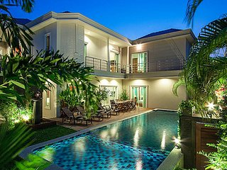 City Haven Villa | Luxury 7 Bed Pool Villa in Central Pattaya