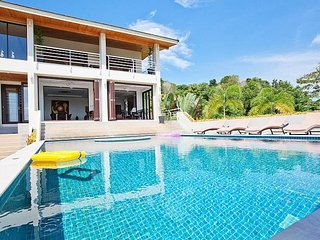 Ocean Breeze | 5 Bed Villa with Private Pool in Rawai Phuket, Ko He