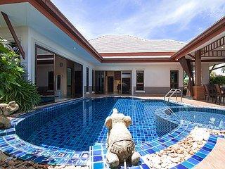 Thammachat Victoria II | 3 Bed Huay Yai Pool Villa Pattaya