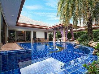 Pattaya Holiday Villa 8045