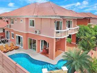 Baan Nomella | 4 Bed Villa with Large Pool and Jacuzzi in Jomtien Pattaya