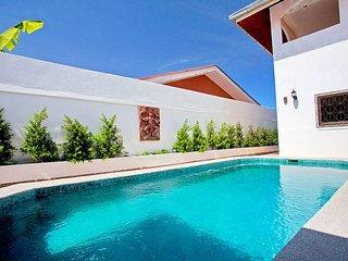 Quiet 5 bed villa in East Pattaya
