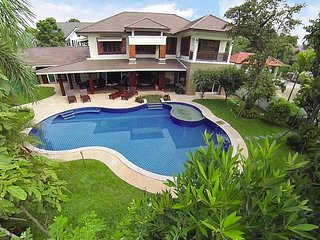 Lanna Karuehaad Villa | 6 plus 2 Bed Property near Chiang Mai Center, San Phi Suea