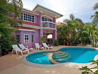 Baan Duan | 5 Bed Villa with Pool Close to Jomtien Beach in Pattaya