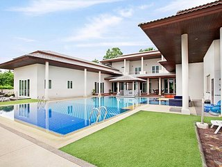 Huay Yai Manor | 7 Bed Villa with Swimming Pool in Southern Pattaya