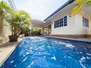 Baan Chokdee | 5 Bed Pool Villa near Jomtien Beach in South Pattaya