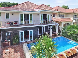 Large 7 Bedroom Holiday Villa with Private Pool in Jomtien Beach, Pattaya.