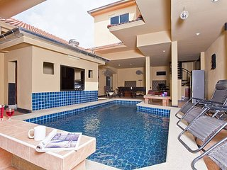 Villa Fiesta | 7 Bed Holiday Villa with Private Pool in Pattaya