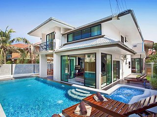Debonair Grande | Splendid 6 Bed Pool Villa in Jomtien Pattaya