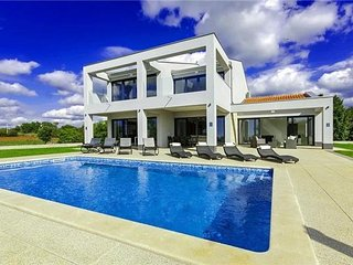4 bedroom Villa in Tinjan, Istria, Mofardini, Croatia : ref 2374665
