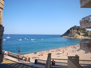 BEACHFRONT APARTMENT TOSSA DE MAR