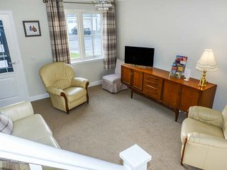 24 DEVONSHIRE PLACE, semi-detached, WiFi, enclosed garden, in Kinross, Ref 933565