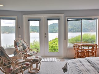 Beach House Salt Spring -Starfish Room/ Scallop Room