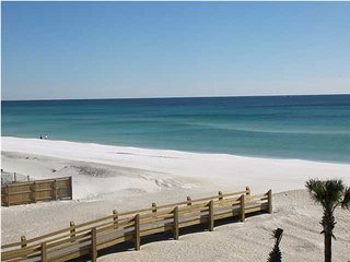 Roomy beachfront 2BR with heated pool, and washer/dryer, Fort Walton Beach