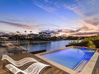 COOBOWIE BAY - Movie Room / Swimming Pool, Mermaid Waters
