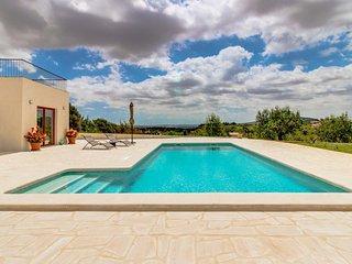 Finca moderna c/ piscina & A/C-vistas! Ref. 164775