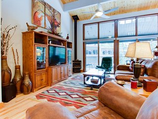 High-end condo with access to amenities - sauna, golf, & more!, Durango Mountain