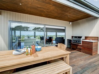 Moonah Dunes Beach House - Breathtaking Views & Spa!