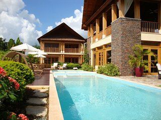 Tropical Balinese Villa, Infinity Pool, Full Staff incl. Cook & Waiter, AC