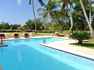 Open-Air Caribbean Flair, Private Pool, Housekeeper/Cook included, Free Wifi