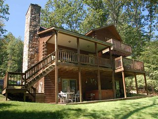 You'll love Adventure Bound! Enjoy the private lakefront, dock, hot tub