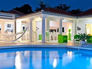 Radiant 5 Bedroom Villa in Terres Basses