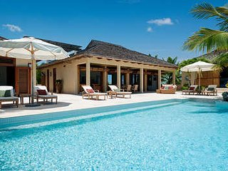 Sublime 4 Bedroom Oceanfront Villa with Pool on Chalk Sound, Providenciales