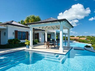 Stunning 4 Bedroom Ocean View Villa with Pool in Providenciales