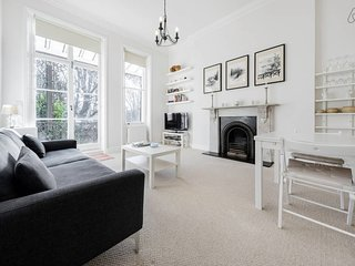 Elegant Earl's Court 2 bed 2 bath 4 mins from tube