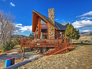 NEW! Spacious Alder House w/ Mountain Views!