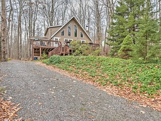 NEW! 4BR Pocono Lake House - Minutes From Beach!, Lago Pocono