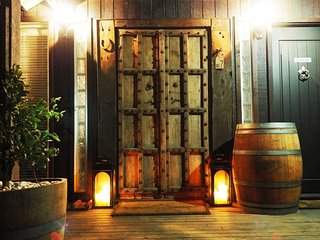 Oak & Barrel - Great Year-Round Accommodation