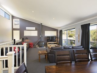 Acacia 2 - Luxurious Holiday Townhouse, Jindabyne