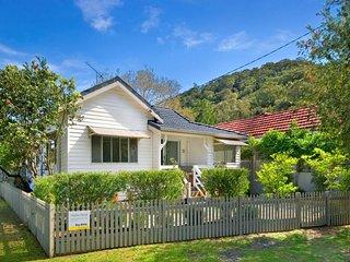 stella's beach house, Patonga