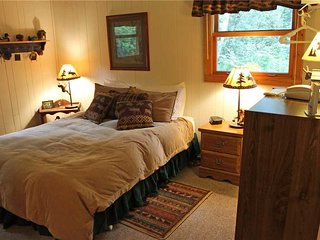 Located at Base of Powderhorn Mtn in the Western Upper Peninsula, A Modern & Cozy Vacation Home with Charming Cabin Decor