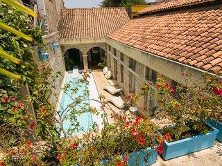6 Bedroom Home in Getsemani