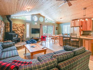 Spacious lakeview home in forested setting - near town & year-round activities!, Carnelian Bay