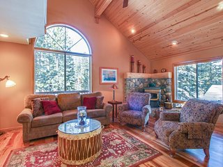 Lovely mountain home w/ shared pool, hot tub, & more - close to golf & skiing!, Truckee