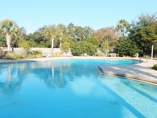 Waterfront Nice Refurbished Studio. Steps to Pool! Special July 4 week $99/ nt!