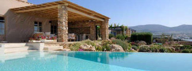 Quaint 3 Bedroom Villa in Paros