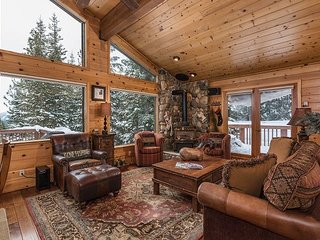 Stunning 5Br 3.5Ba Home with Picturesque Mountain Views and Resort Access