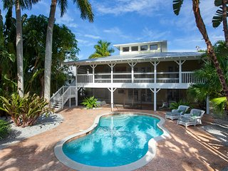Canary Cove Cottage in the Heart of Olde Naples!, Nápoles